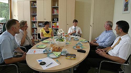Realschule Neuffen und bielomatik Leuze GmbH & Co. KG schließen Bildungspartnerschaft