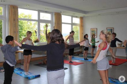 Yoga - Erlernen eines Sonnengrußes (2)