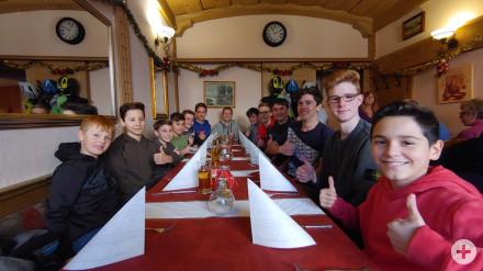 Das Technik-Team 2019 beim Pizzaessen